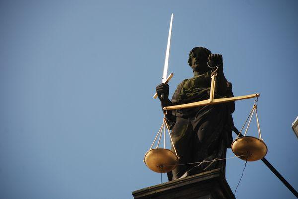 """""""La notion d'indépendance de la justice n'est pas vraiment admise par l'Etat."""" Henry Robert, ancien Premier président de cour d'app"""